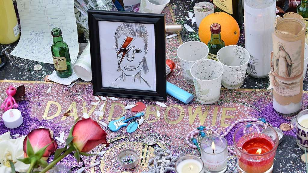 HOLLYWOOD, CA - JANUARY 11: A memorial on David Bowie's star on The Hollywood Walk of Fame on January 11, 2016 in Hollywood, California. British music and fashion icon David Bowie died earlier January 10 at the age of 69 after a battle with cancer. Araya Diaz/Getty Images/AFP== FOR NEWSPAPERS, INTERNET, TELCOS & TELEVISION USE ONLY ==