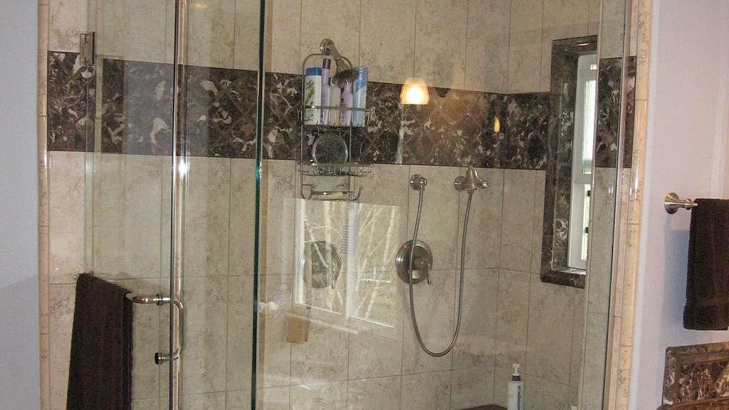 duschkabine reinigen diese hausmittel helfen auf jeden fall weiter wohnen. Black Bedroom Furniture Sets. Home Design Ideas