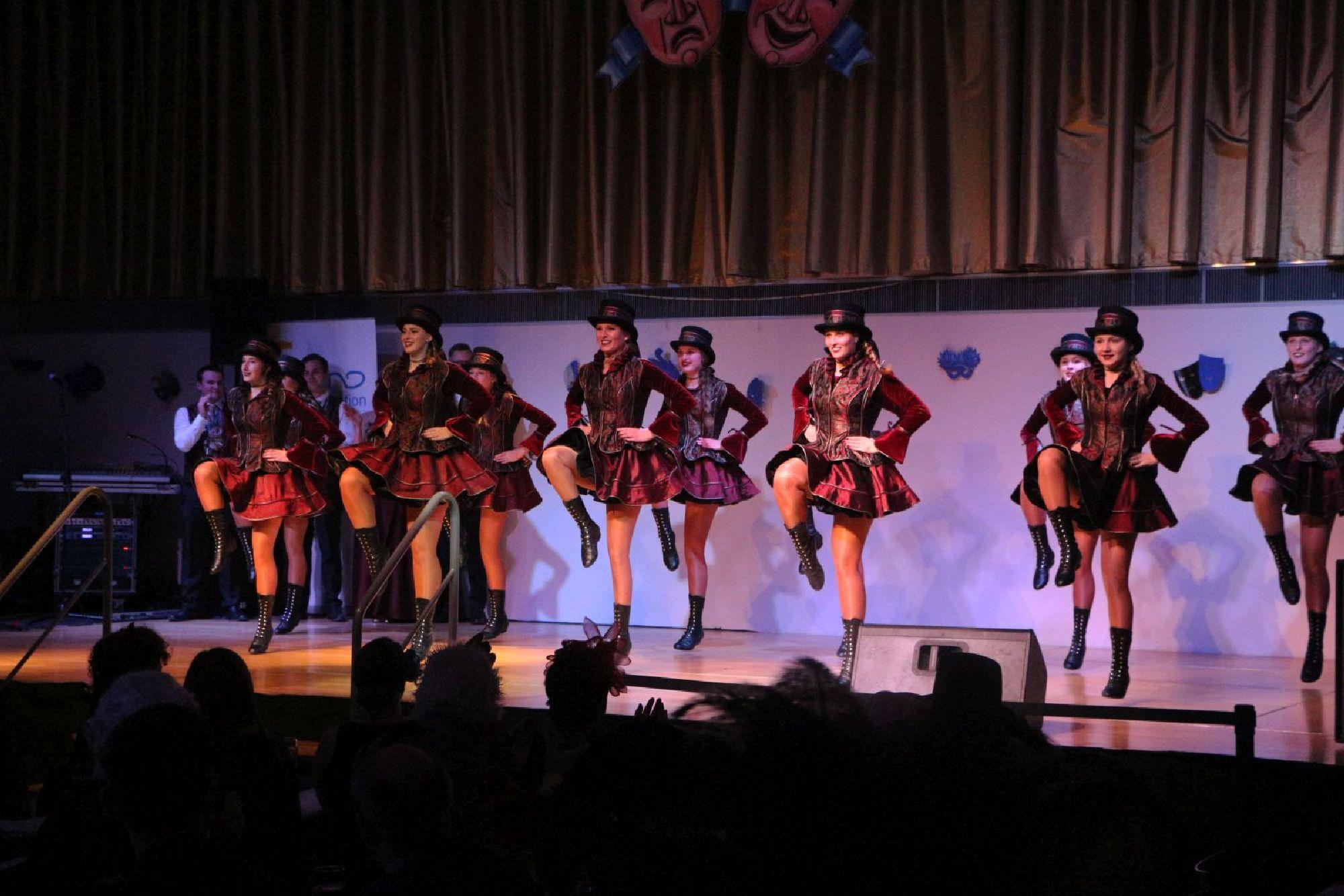 Wie In Venedig Mindelonia Feiert Tanz Der Masken Im Mindelheimer